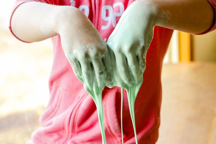 Oobleck Recipe -- if you've ever wanted to learn how to make oobleck at home, à la Bartholomew and the Oobleck by Dr. Seuss, this oobleck recipe tutorial is for you! Super inexpensive and a fun kitchen science experiment... | unsophisticook.com