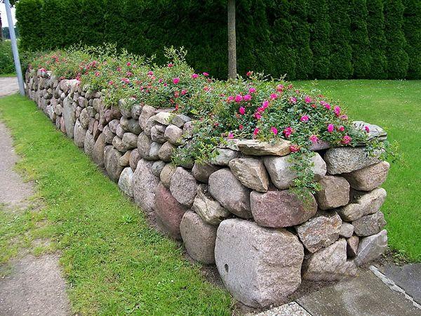 die besten 25 natursteinmauer ideen auf pinterest steingarten gestalten st tzmauer g rten. Black Bedroom Furniture Sets. Home Design Ideas