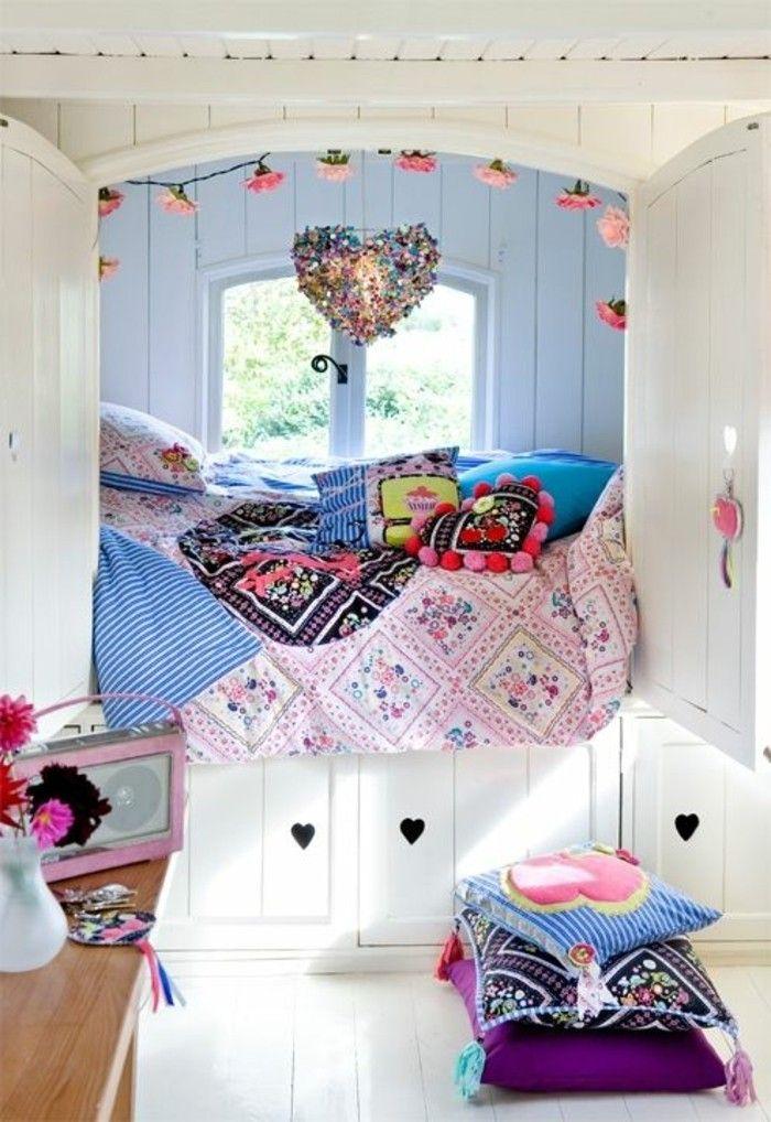 idee deco chambre garcon, sol en planchers beiges, chambre d'ado fille