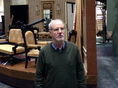 Teatterin tekninen päällikkö Rauli Kovalainen kertoo lisää lavastamon esimiehen työstä. Lue artikkeli täällä: http://www.raukola.fi/jobs/lavastamon-esimies/