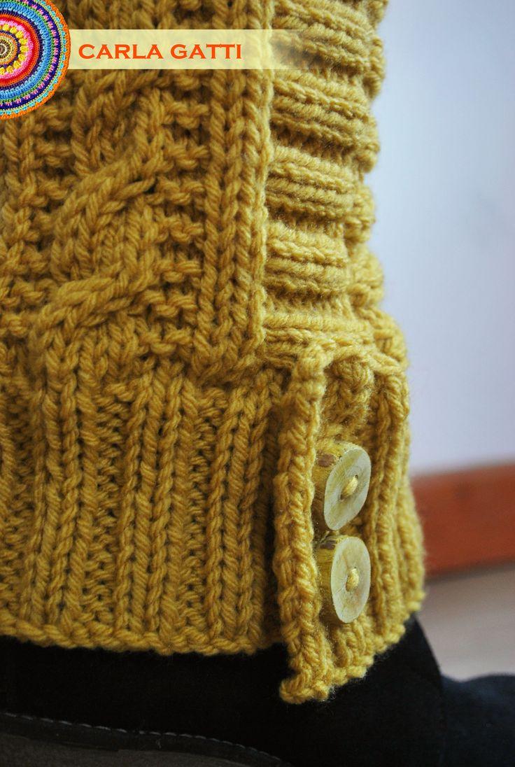 Polainas tejidas en dos agujas a puro diseño, en color camel. Por consultas comunicate conmigo, visitando mi blog: carlagatti.blogsp... y mi Facebook: Carla Gatti Patagonia Tejidos