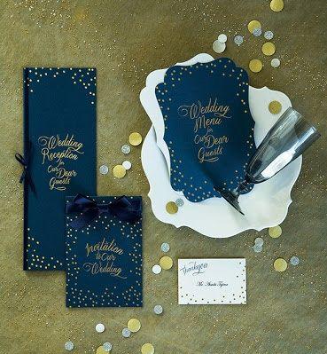 ゴールドとの相性は最強♡結婚式の高級感あるネイビーの席次表まとめ一覧。