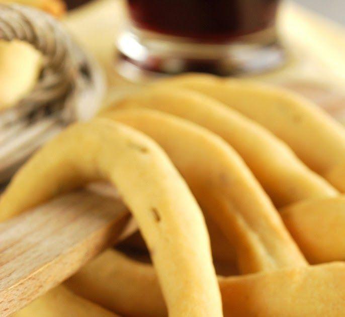 Li scauratieddi , così pare vengano chiamati in Lucania . Trattasi di una sorta di grosso tarallo di forma allungata, insaporito con semi di...