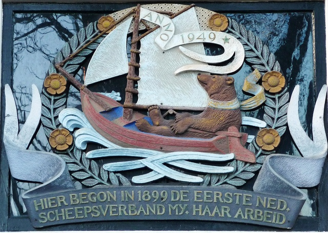 One of the many 'gevelstenen' (Wolwevershaven) Dordrecht