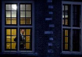 """16-Apr-2015 8:31 - 'HET IS VOOR BEIDE PARTIJEN EEN PRINCIPEKWESTIE'. Coalitiepartijen PvdA en VVD hebben tot diep in de nacht overlegd over de bed-bad-broodregeling voor uitgeprocedeerde asielzoekers. Er wordt nog niet gesproken van een kabinetscrisis, maar de kranten noemen het wel een """"koortsachtig overleg"""" in een """"crisisachtige sfeer"""" vanmorgen. """"Je krijgt toch een omslagpunt"""", meent NOS-verslaggever Joost Vullings. """"De hele dag hoor je 'we komen er wel uit, al is het lastig'. Maar..."""