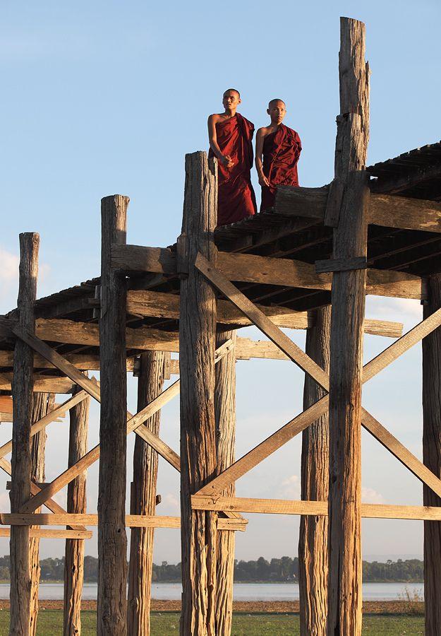 Achim on flickr, Crossing The Lake 3 by bridge ! Two monks on U Bein Bridge, a  1.2 km wooden footbridge and the longest teak bridge in the world, Taungthaman Lake, Amarapura, Myanmar, 2012