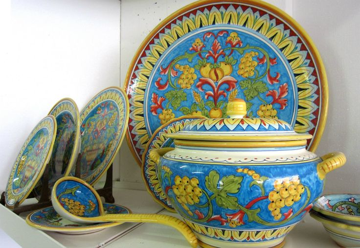 the best souvenirs from Italy - Deruta ceramics