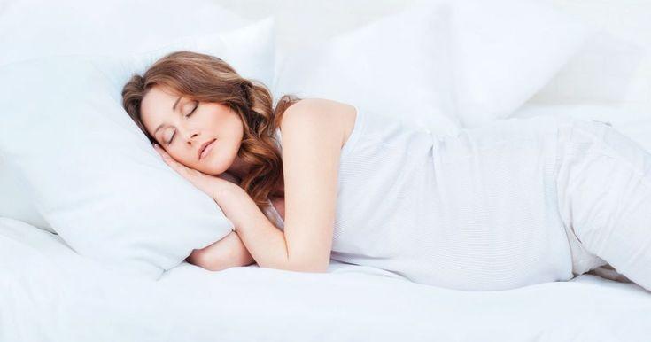 Diese #Schlafposition solltest du in der #Schwangerschaft unbedingt vermeiden https://www.bunte.de/family/schwangerschaft-geburt-baby/schwangerschaft/gesund-und-fit-durch-die-schwangerschaft/richtiges-schlafen-der-schwangerschaft-diese-schlafposition-solltest-du-der-schwangerschaft.html #BesserSchlafen