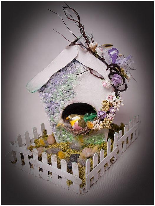Pequena casa para as aves de papelão para fazer vara, com um mosaico de casca de ovo (28) (526x700, 227Kb)