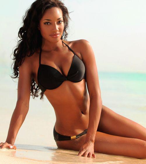 reifer Latina-Bikini