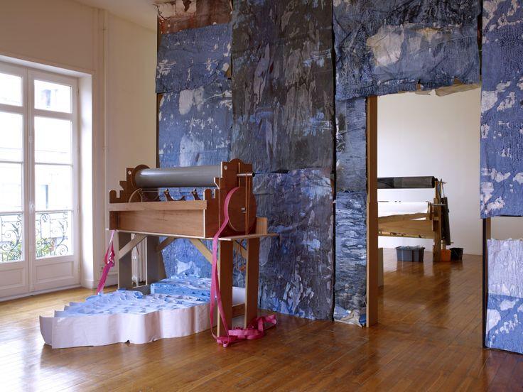 Le Grand Salon, 2013 Structure de bois, peinture, papier et technique mixte Production Le Grand Café ©Marc Domage