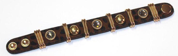 braccialetto in cuoio con le borchiette