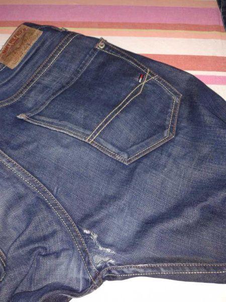 Jeans Loch Im Schritt