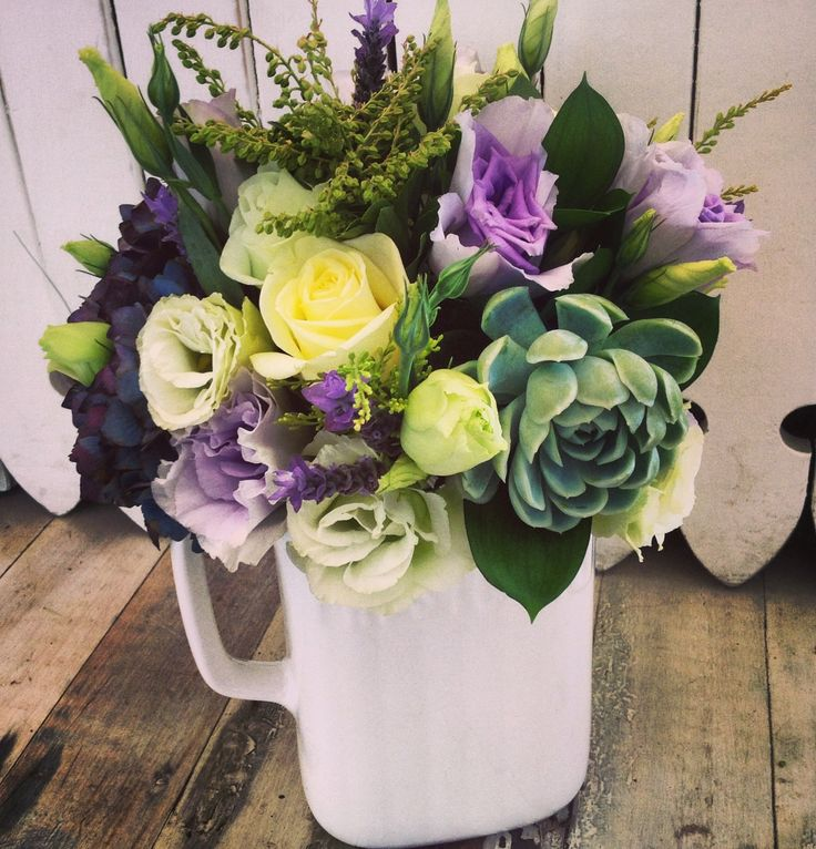 Pretty posie jug in lemon, lilac and spearmint tones.