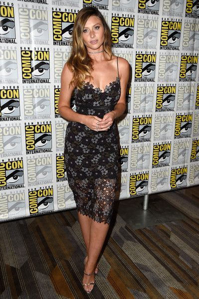"Alyson Michalka Photos - Actress Aly Michalka attends ""iZombie"" Press Line during Comic-Con International 2016 at Hilton Bayfront on July 22, 2016 in San Diego, California. - Comic-Con International 2016 - 'iZombie' Press Line"