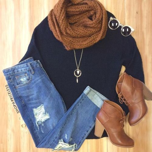 chunky scarf outfit idea- College girl outfit ideas http://www.justtrendygirls.com/college-girl-outfit-ideas/