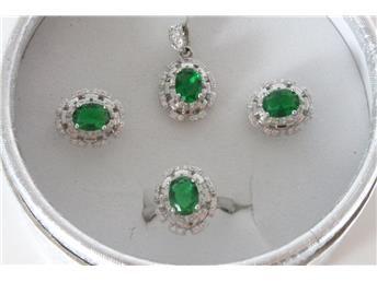 Smyckesset, Silver! Örhängen, Ring & Hängsmycke. Gröna stenar och klara stenar. Silver smycken som simplet.se hjälper till att sälja!