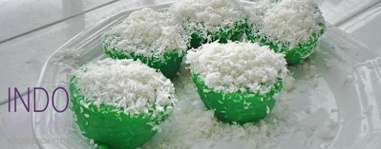 Kue Abu Pandan - Zoete gestoomde pandancakejes met kokos - Steamed sweet pandan cakes with coconut