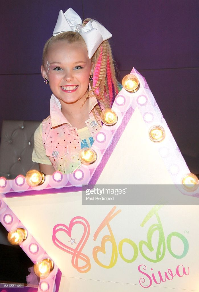 Dancer JoJo Siwa on the red carpet at JoJo Siwa from 'Dance Moms'... News Photo | Getty Images