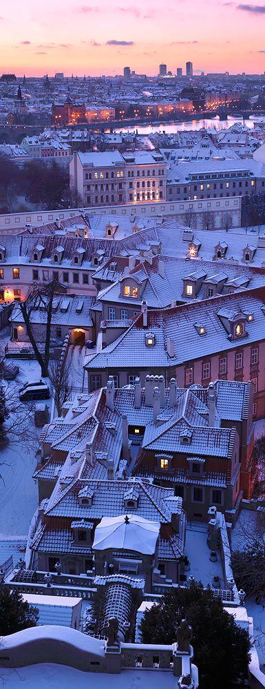 Pražské střechy - vertikální panorama