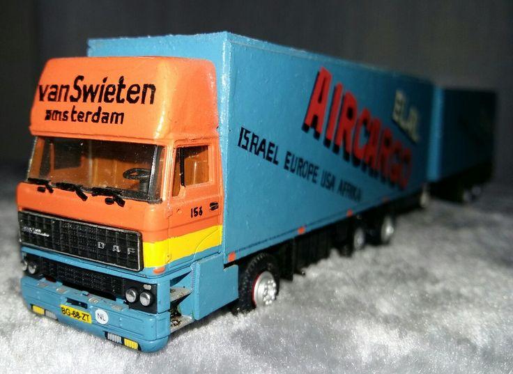 Schaal 1:87 Herpa/zelfbouw DAF FAG 3300 6x2 topsleeper met volume gesloten aanhanger van Van Swieten in Amsterdam (luchtvracht)
