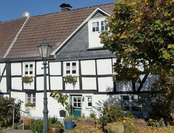 Bergisches Fachwerk in der Altstadt von Bergneustadt, © Naturarena Bergisches Land GmbH / Sabine Hütten