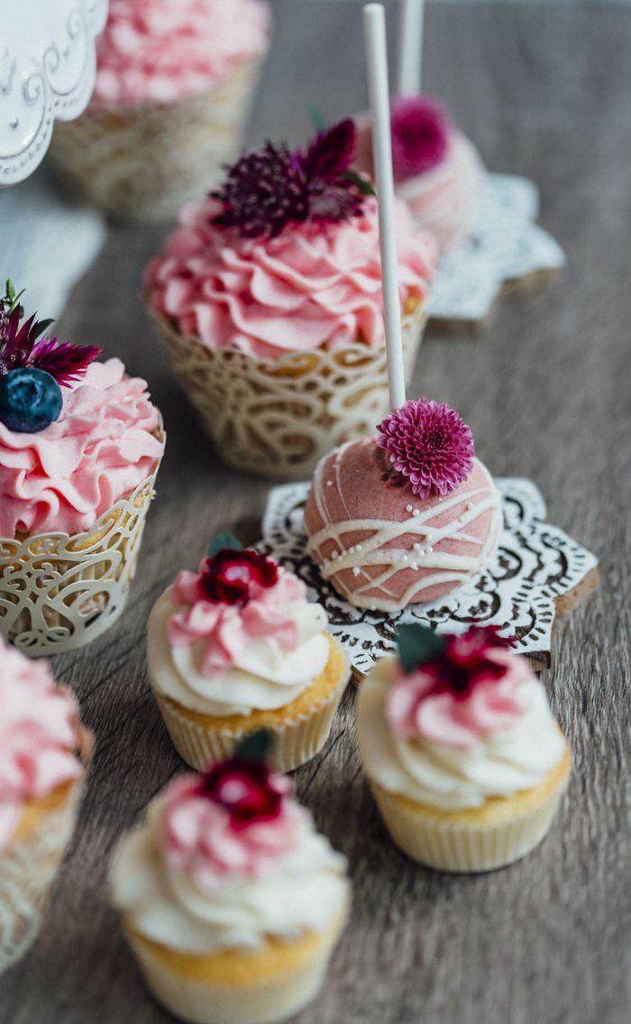 Hochzeitsideen in Beerenfarben | Friedatheres.com vintage cupcakes   Konzept und…