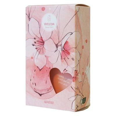 Weleda Gaveæske Almond Sensitive er perfekt til følsom hud, da produkterne ikke indeholder ingredienser de kan irritere huden.