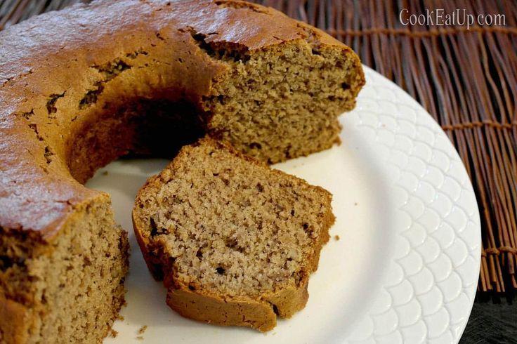 Ένα κέικ με διάχυτο το άρωμα του πορτοκαλιού και έντονη γεύση από το ταχίνι, ανακουφίζει απολαυστικά την υπογλυκαιμία της νηστείας και συνοδεύει υπέροχα τον καφέ ή το τσάι μας. Φυσικά δεν είναι απαραίτητο να νηστεύετε για να το απολαύσετε. Κάθε αφράτο κομμάτι του, γεμάτο καρύδια και σταφίδες είναι ονειρεμένο όλες τις μέρες του χρόνου!