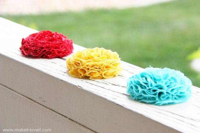 Fabric flowers .... maybe make with Christmas fabric for gift boxes instead of bows?
