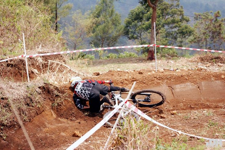 Tips Mengetahui Tanda Cedera Serius Pada Olahraga Sepeda