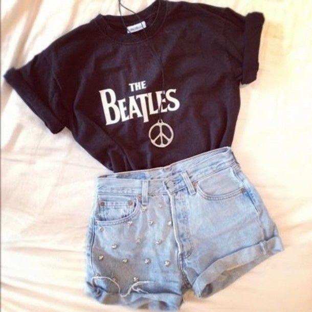 Black the beatles shirt. Peace sign necklace. Light denim shorts.