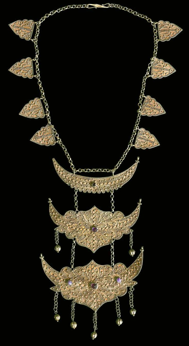 Sumatran  22 Kgold necklace from Aceh Indonesia 19th c  (archives Singkiang)  private collection