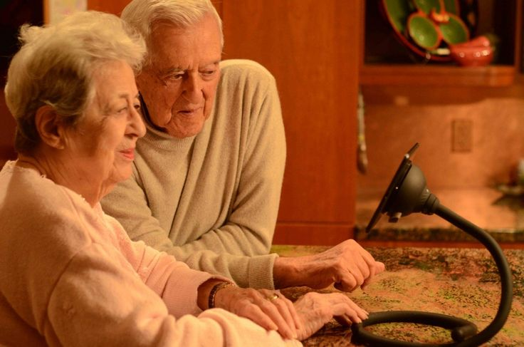 senior citizens and technology The elderly, a group notoriously indifferent to new technology, now finds itself as a target market for the growing robotics industry tech companies, auto manufacturers and startups are among those examining how robots can assist the elderly in their homes senior citizens, who often live alone.
