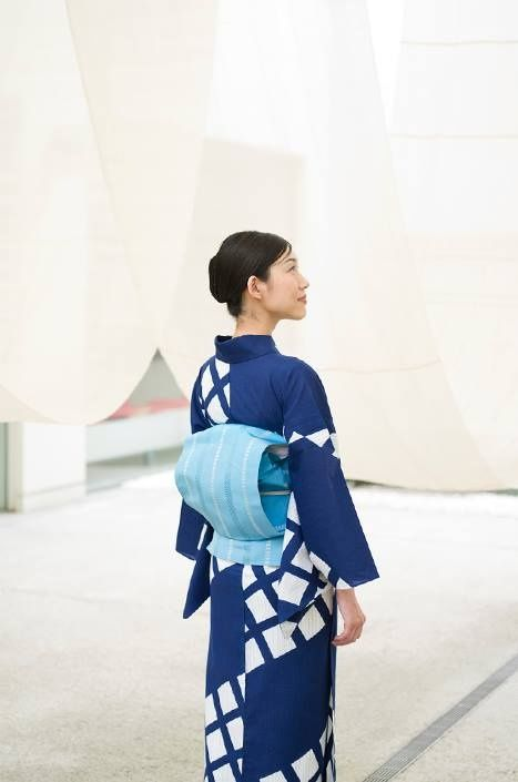 thekimonogallery: Contemporary yukata, Japan. Image via Pinterest.