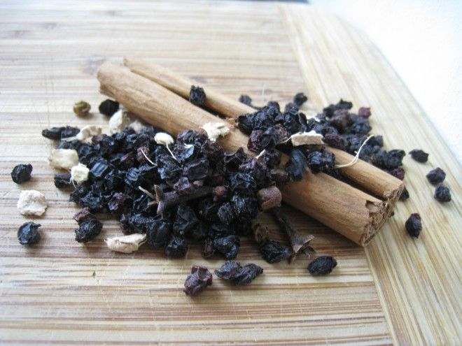 DIY Elderberry Syrup - way cheaper with high quality ingredients!