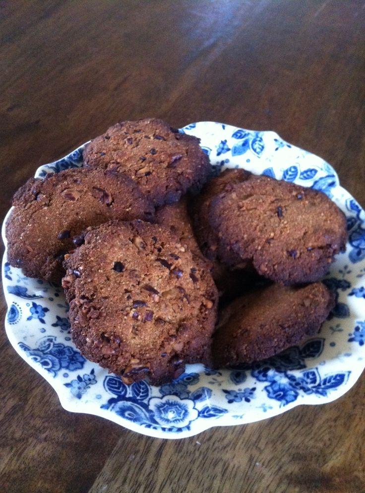 Recept voor suikervrije amandelmeel koekjes met pecan noten. Suikervrij en glutenvrij en toch erg smaakvol en vooral lekker knapperig. Bekijk het recept hier!