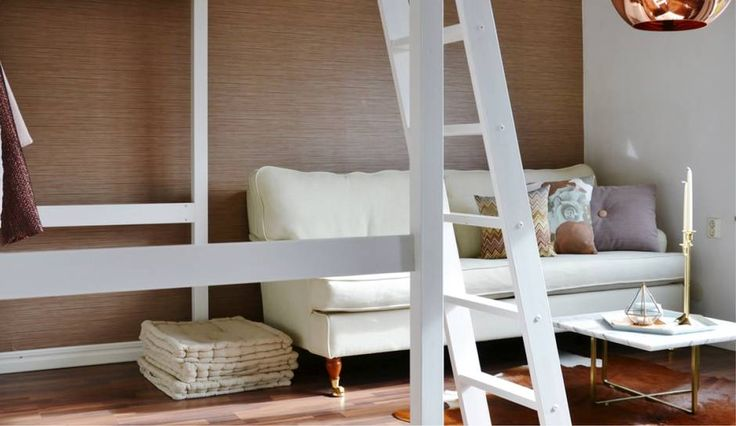 Der skal tænkes kreativt, når pladsen er trang og ved at vælge lyse farver, der ikke tynger, samt ved at løfte sengen op, så pladsen under kan udnyttes.