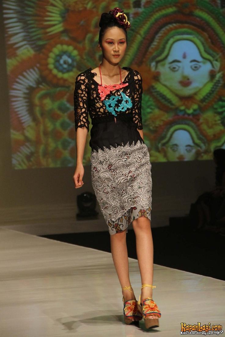 Koleksi Lenny Agustine, IFW 2012, Assemble Jakarta Convention Center (23/2).