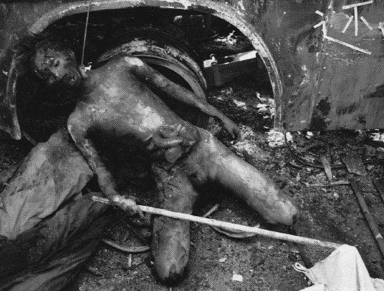 Outside-a-bus-the-body-of-a-soldier-burned-to-death-by-the-rioters..jpg (559×424)