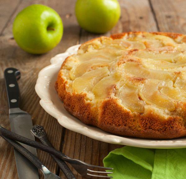 """Μία μηλόπιτα """"πειρασμός"""", αλλά και αθώα ταυτόχρονα, αφού δεν περιέχει ζάχαρη παρά μόνο λίγη φρουκτόζη. Μην διστάσετε να την σερβίρετε και με παγωτό με 0% ζάχαρη, της πηγαίνει πολύ!"""