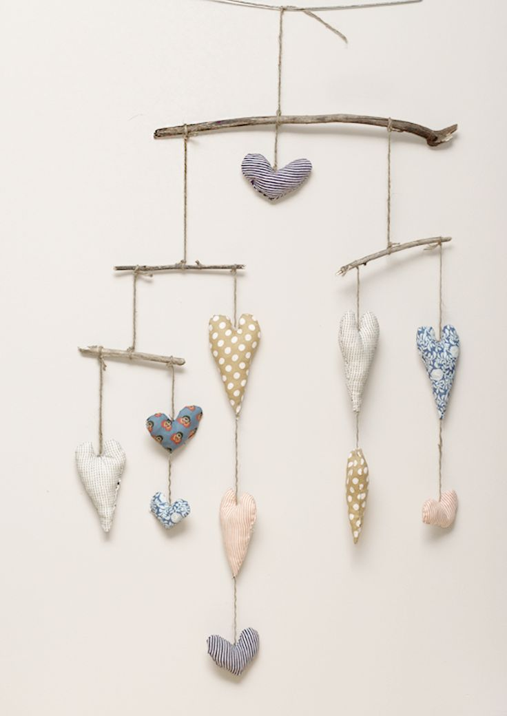 Makes me feel at home - driftwood and hearts mobile Ideas for our next DIW project! #DIW - Inspiring Women to Make and Create!