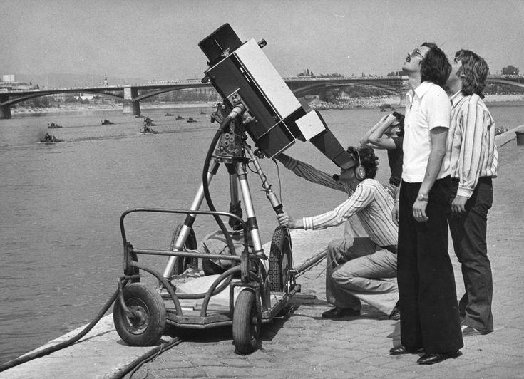 1976 - az MTV munkatársai rögzítik az ünnepi műsort, háttérben a Margit híd - http://egyenlitofoto.blog.hu/2015/08/20/augusztus_20-i_unnepsegek_a_20_szazad_budapestjen