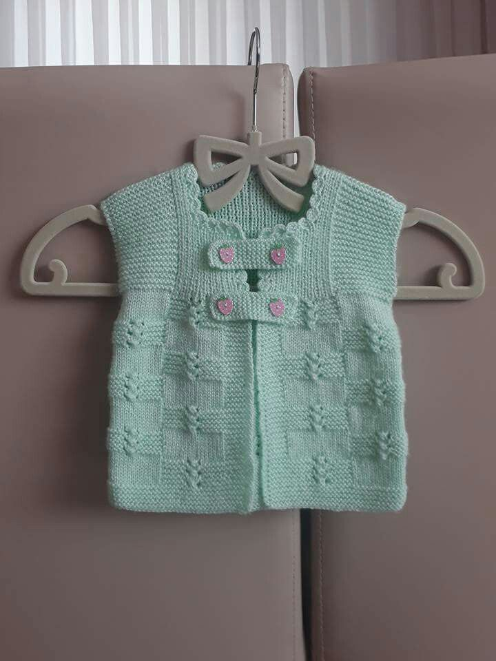 Baby knitting love the net texture and the combination of green yarn in mint with pink buttons