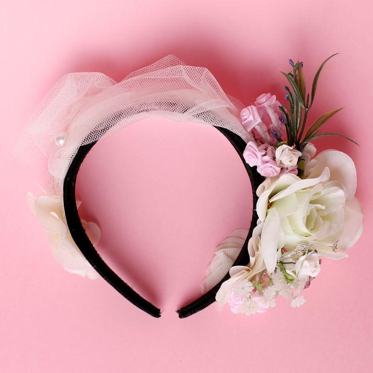 Esti in pragul nuntii si nu stii ce accesorii ti se potrivesc? Noi venim in sprijinul tau si iti oferim cateva sugestii.