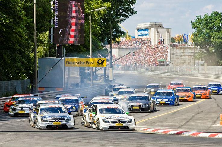 Was Monaco für die Formel 1 ist, das ist Nürnberg für die DTM: Ein verwinkelter Kurs mitten durch die Stadt. Das absolute Highlight im Tourenwagen-Kalender und an Rennwochenende in der ganzen Stadt zu hören.