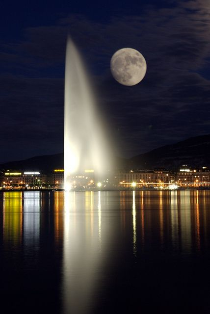 Geneva's magnificant fountain, Jet d'eau, Switzerland
