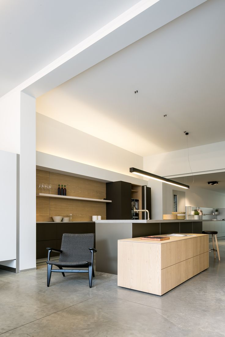 BULTHAUP BRUGGE SHOWROOM #DARK #Prolicht #architecturallighting #design #kitchen #homestyle #Bulthaup COOLFIN s black gold / IDAHO profile black [pictures by Thomas De Bruyne]