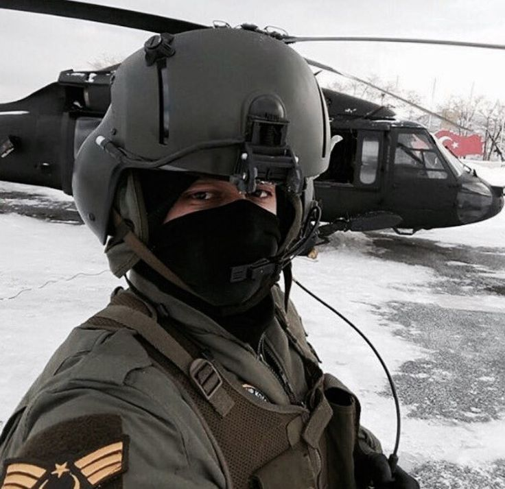 Turkish helicopter pilot with blackhawk Hakkari/Daglica [750x727]