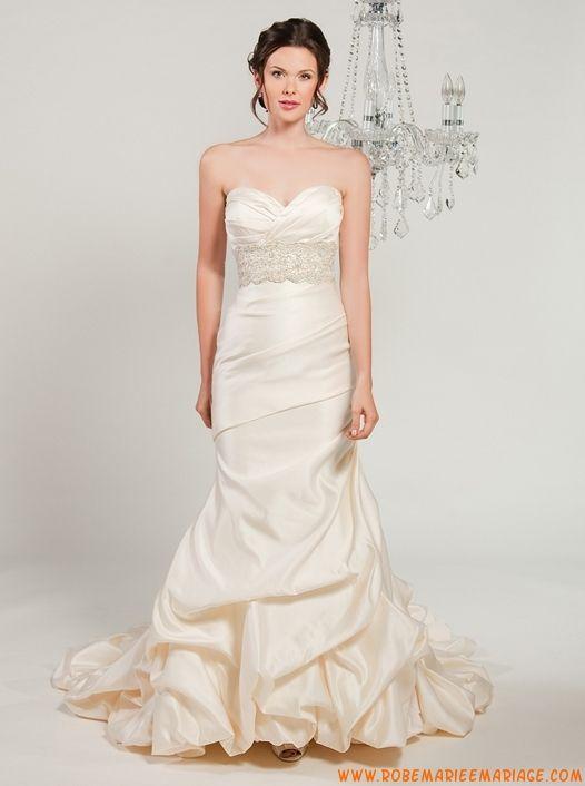 Sans bretelle col en coeur appliqué et perlé sirène évasé petite traîne en satin robe de mariée